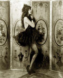 Dolores_Costello,_Ziegfeld_girl,_by_Alfred_Cheney_Johnston,_ca._1923