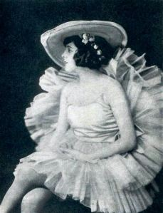 Billie_Dove_-_May_1922_FF