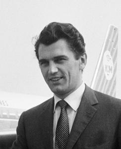Edmund_Purdom_1962
