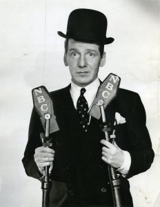 Frank_Fay_-_NBC_Radio_Promotional_Photograph_(1936)